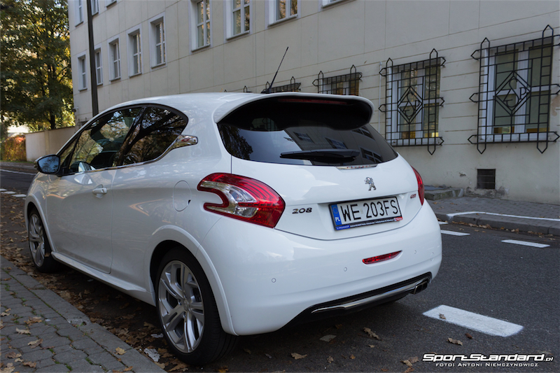 Peugeot_208GTi-5
