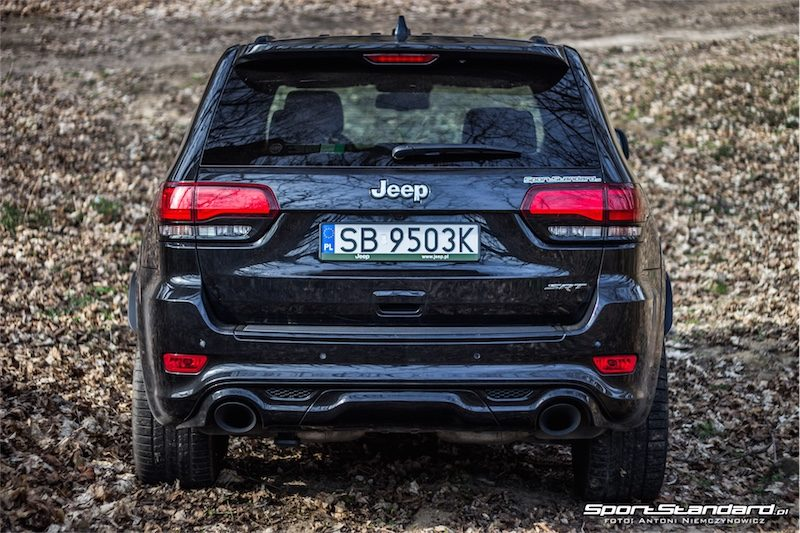2014_Jeep_Grand_Cherokee_SRT_SportStandard-10
