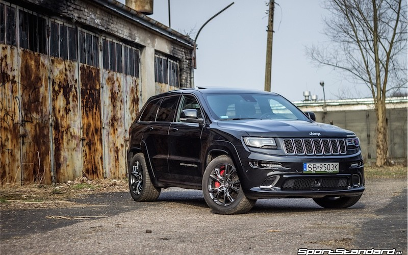 2014_Jeep_Grand_Cherokee_SRT_SportStandard-17