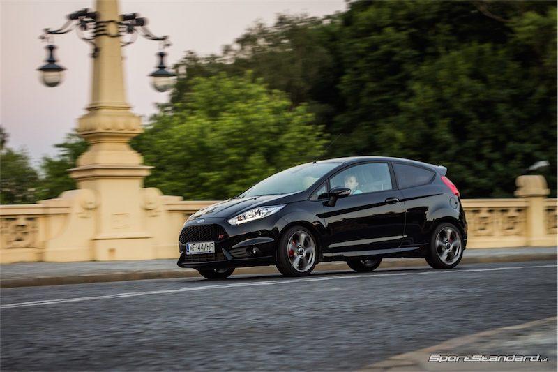 2014_Ford_Fiesta_ST_SportStandard-10