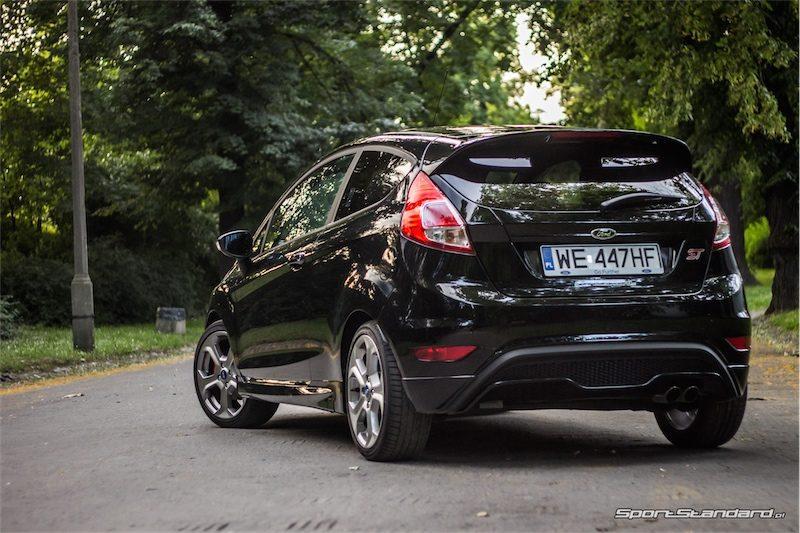 2014_Ford_Fiesta_ST_SportStandard-14